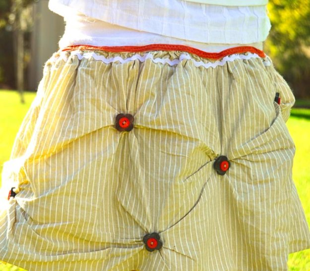 Wrinkled beige skirt with buttons