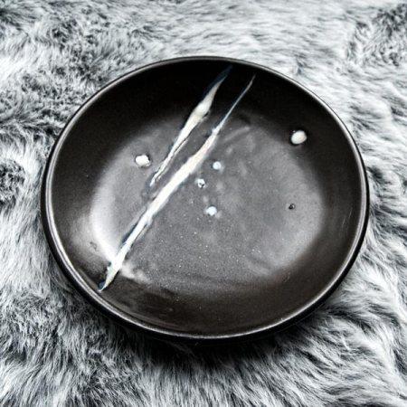 Black and white round ceramic plate